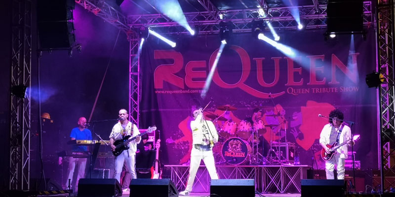 REQUEEN ON STAGE